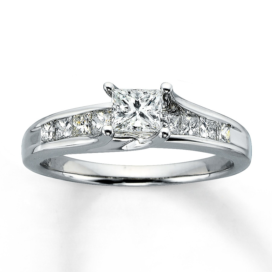 14K White Gold 1 Carat t.w. Diamond Ring